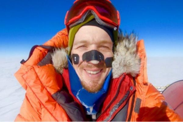 Без посторонней помощи мужчина пересек полярный континент за 54 дня