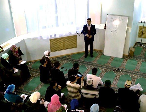 Жители Казахстана повышают религиозную грамотность.