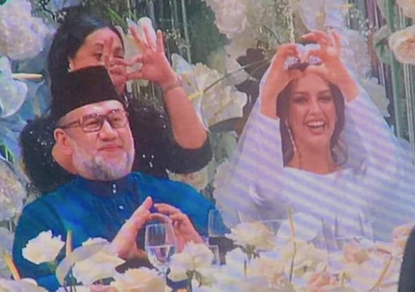 При этом причины, по которым король Малайзии отказался от своего трона, пока не озвучиваются