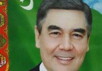 В Туркменистане за счет бюджетников установили новые портреты Бердымухамедова