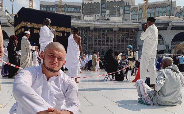 Аяз Гулиев в Запретной мечети.