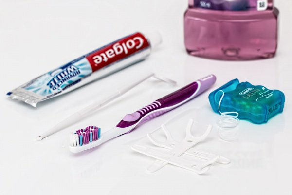 Исследователи отмечают, что пока неизвестно, связано ли применение зубной нити с проблемами со здоровьем
