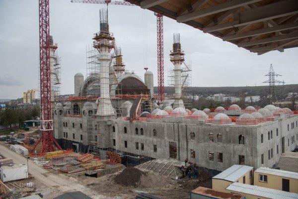 Строительство соборной мечети в Симферополе вышло на завершающую стадию.