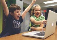 Эксперты: Детей нельзя поощрять соцсетями и видеоиграми