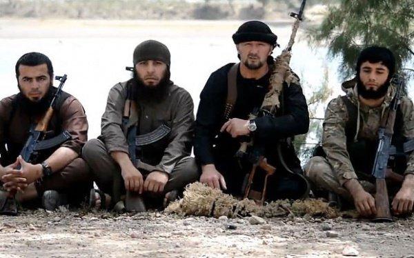 Гулмурод Халимов с боевиками ИГИЛ в 2015 году.