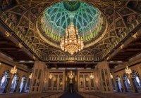 Люстра этой мечети - одна из самых больших в мире и весит более 8 тонн!