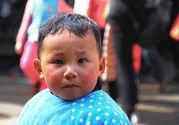 В Китае 6-летний мальчик стал парикмахером (ВИДЕО)