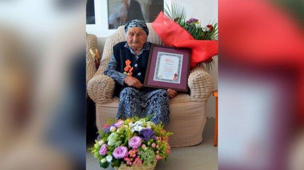 У нее 8 детей, 19 внуков, 33 правнука и 7 праправнуков