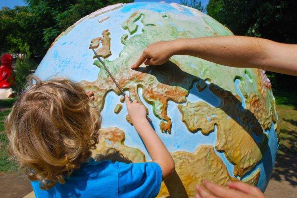 При этом 53% верят, что поездки улучшают понимание учебной программы