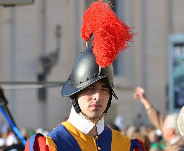 Днем основания самой малочисленной и древней из существующих в мире армий считается 22 января 1506 года