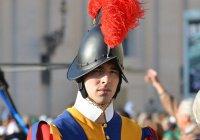 Швейцарские гвардейцы Ватикана примерили шлемы, напечатанные на 3D-принтере