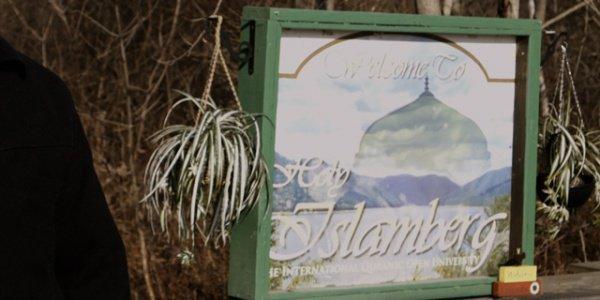 Поселок Исламберг едва не подвергся атаке исламофобов.