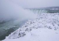 Ниагарский водопад опять замерз в США (ФОТО)