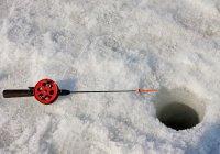 На Иртыше лунка превратилась в газовое месторождение (ВИДЕО)