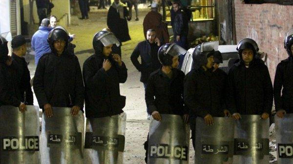 Участие в операции по обезвреживанию бомбы в церкви приняли десятки полицейских.