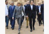 Супруга президента Франции озадачила соцсети своим нарядом в Египте