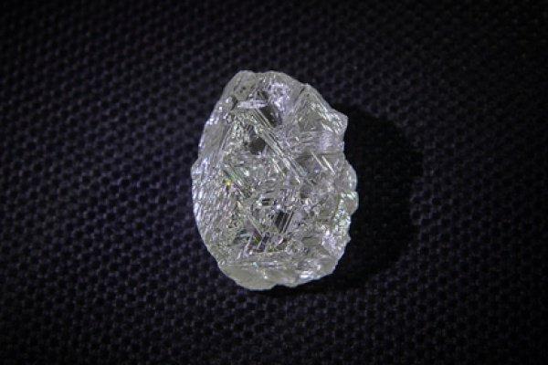 Масса рекордного алмаза размером 40×31×20 мм составляет 191,46 карата