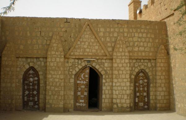 Как выглядела одна из старейших мечетей Африки в начале ХХ века?