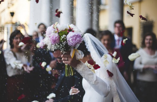 В Эстонии разрешили жениться и разводиться по видеосвязи