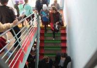 В Казани массово эвакуируют школы