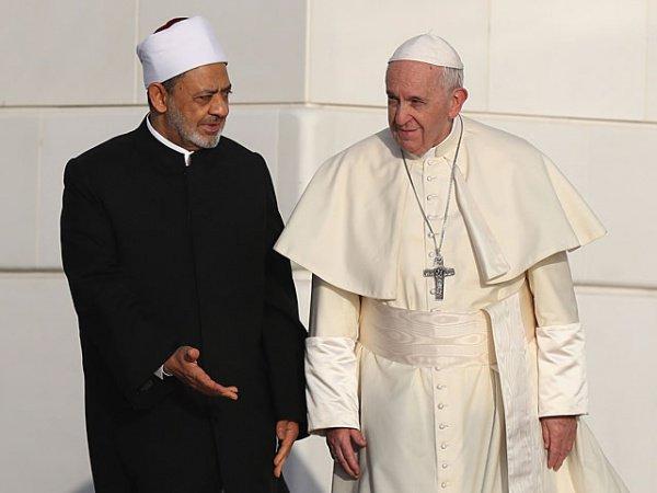 Мусульманский и христианский религиозные лидеры на встрече в Абу-Даби.