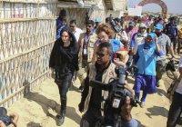 «То, как с вами обошлись – позор для всех нас»: Джоли встретилась с беженцами рохинджа