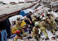 Ребенка извлекли из-под завалов рухнувшего в Стамбуле дома