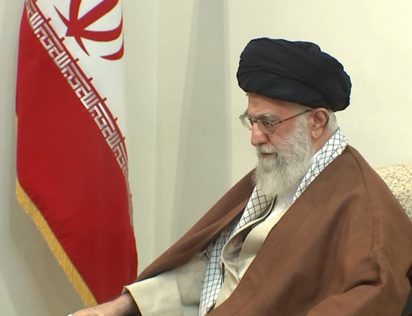 Али Хаменеи объяснил антиамериканский лозунг.