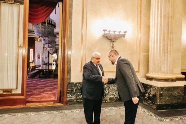 Встреча состоялась в посольстве России в Германии.