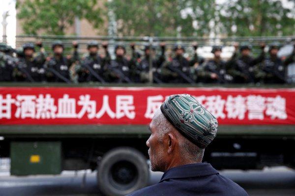 Власти Китая продолжают отрицать наличие лагерей перевоспитания для мусульман.