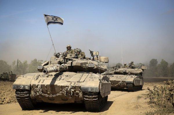Израильские танки уничтожили сирийскую больницу.
