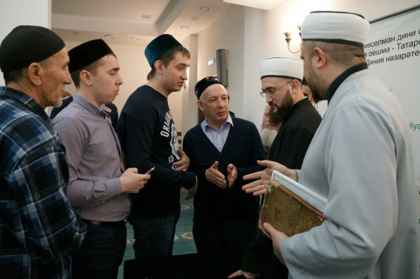 "Камиль Самигуллин в мечети ""Гаиля""."