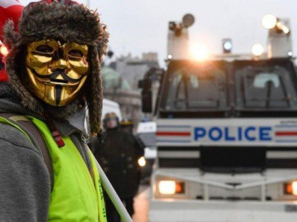 """""""Желтые жилеты"""" продолжают беспорядки во Франции."""