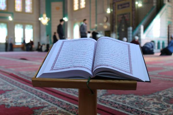 В Казахстане определят лучшего чтеца Корана.